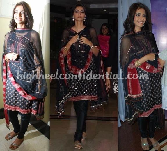 sonam-kapoor-raveena-album-launch-1