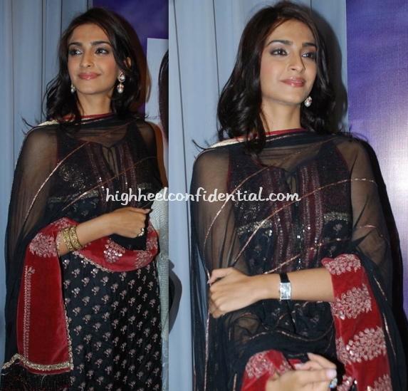 sonam-kapoor-raveena-album-launch