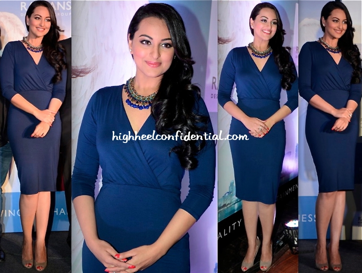 sonakshi-sinha-in-asos-at-rajhans-press-meet