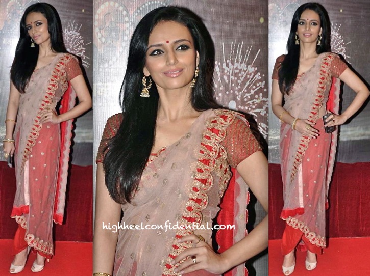 roshni chopra in anamika khanna at ita awards 2013--2