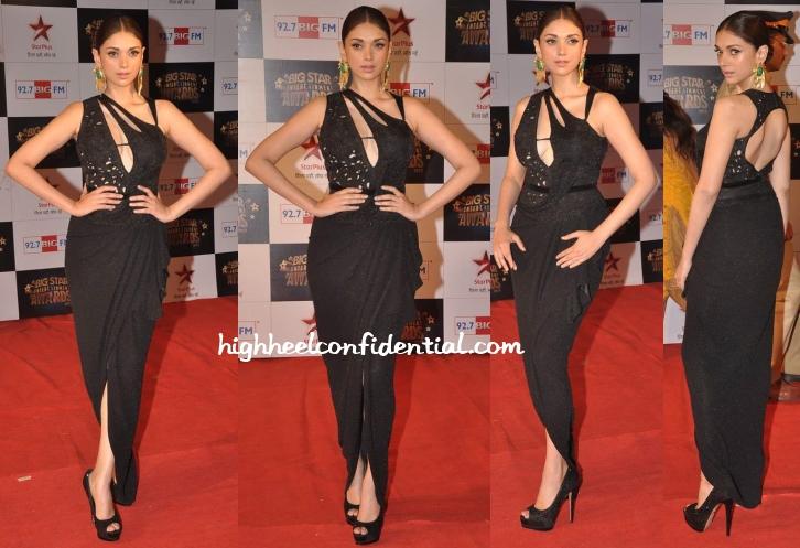aditi-rao-hydari-mandira-wirk-big-star-entertainment-awards-2013