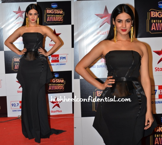 sonal-chauhan-ss-surya-big-star-entertainment-awards-2014