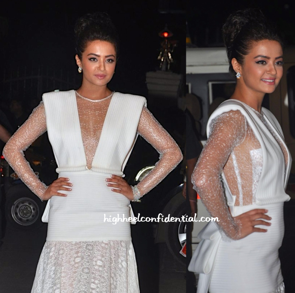 Surveen Chawla in Tanieya Khanuja and Anmol Jewellers at Filmfare Awards 2015-1
