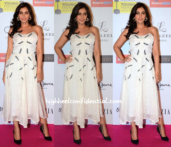 Lisa Ray In Shift By Nimish Shah At Grazia Young Fashion Awards 2015-1