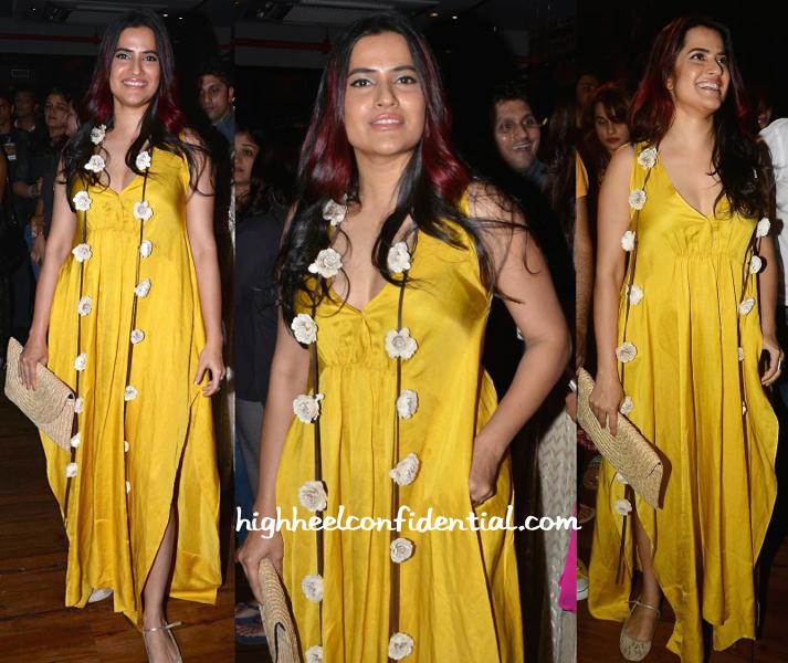 Sona Mohapatra In Payal Khandwala At Radio Mirchi Top 20 Awards
