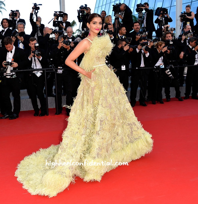 sonam-kapoor-elie-saab-cannes-2015-inside-out-1