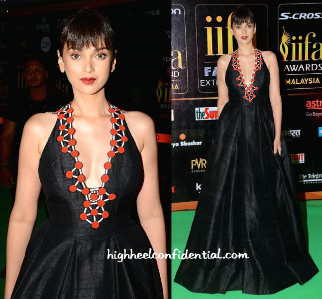 Aditi Rao Hydari In Urvashi Joneja At IIFA Fashion Extravaganza 2015-2