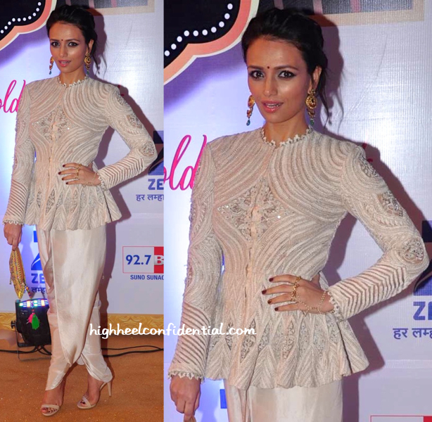 Roshni Chopra In Anamika Khanna And Eina Ahluwalia At Gold Awards 2015