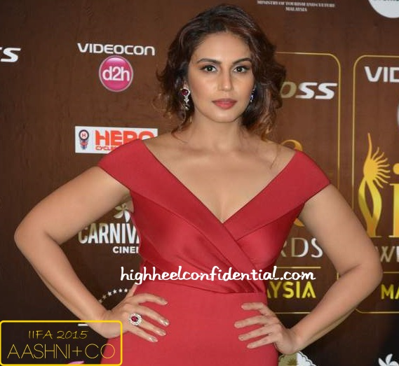 huma-qureshi-gauri-nainika-iifa-awards-2015-1