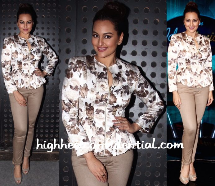 Sonakshi Sinha (In Manika Nanda And Abu Jani Sandeep Khosla) On Indian Idol Junior Sets-2