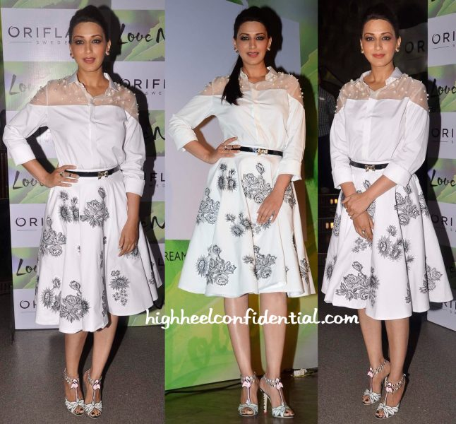 Sonali Bendre In Archana Rao Label, Valentino And Sophia Webster At Oriflame Event-2