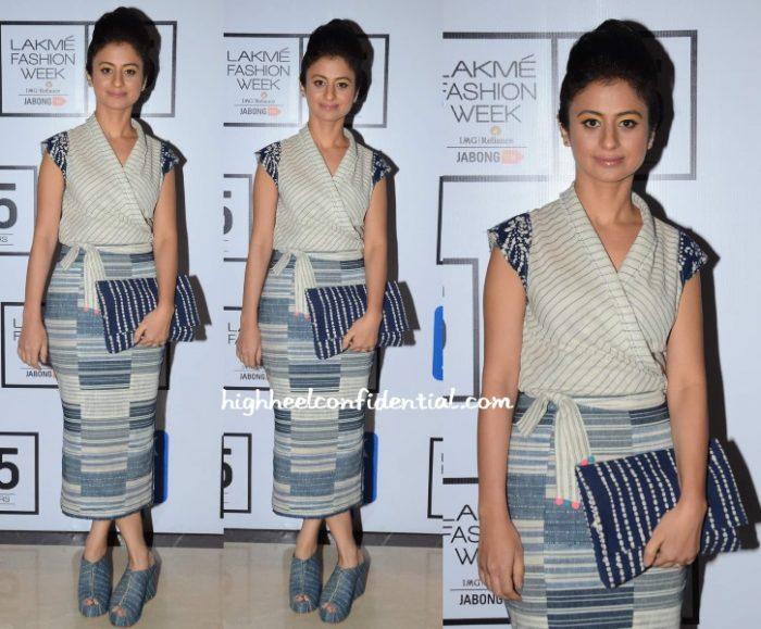rasika-dugal-urvashi-kaur-lakme-fashion-week-2015