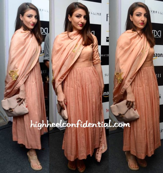 Soha Ali Khan In Sanjay Garg At The Designer's Show At AIFW S:S 2016-1