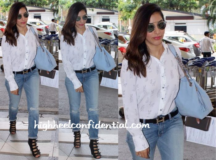 Sophie Choudry Photographed At The Airport