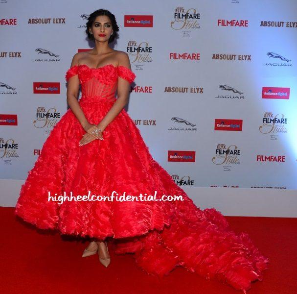 sonam-kapoor-michael-cinco-filmfare-glamour-style-awards-2015