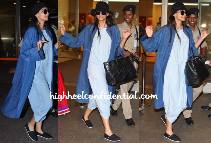 Sonam Kapoor (In Bungalow 8) Photographed At The Airport