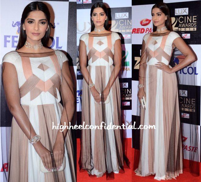 Sonam Kapoor In Vionnet At Zee Cine Awards 2016-1