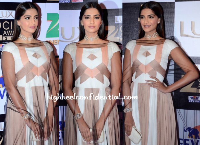 Sonam Kapoor In Vionnet At Zee Cine Awards 2016-2