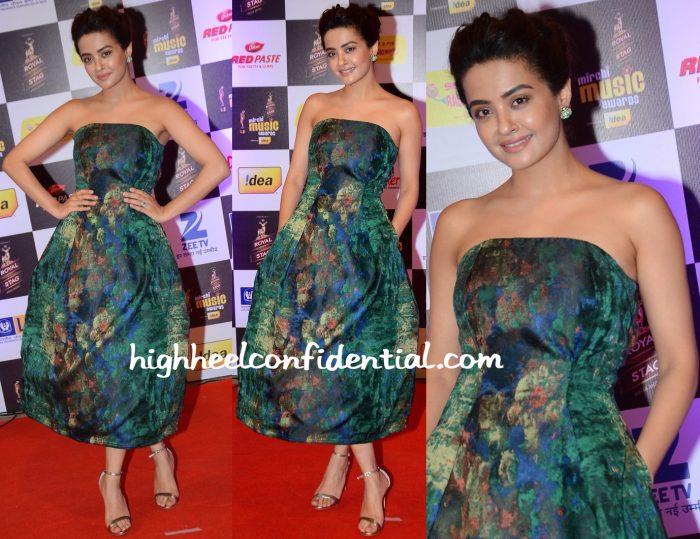 Surveen Chawla In Tanieya Khanuja At Mirchi Music Awards 2016
