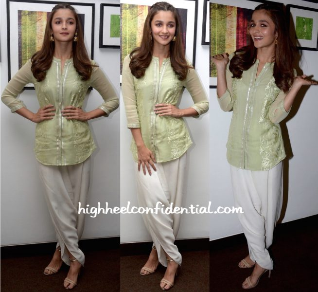 Alia Bhatt Wears Am-Pm By Ankur and Priyanka Modi To Kapoor & Sons Promotions In Ahmedabad-1