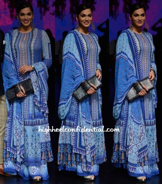 Isha Koppikar In Anita Dongre At Designer's Show At Lakme Fashion Week Summer Resort 2016-1