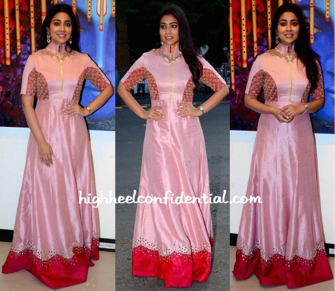 shriya saran-art exhibition-1