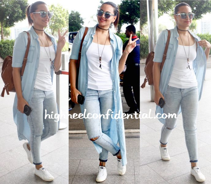 Sonakshi Sinha Photographed At The Airport