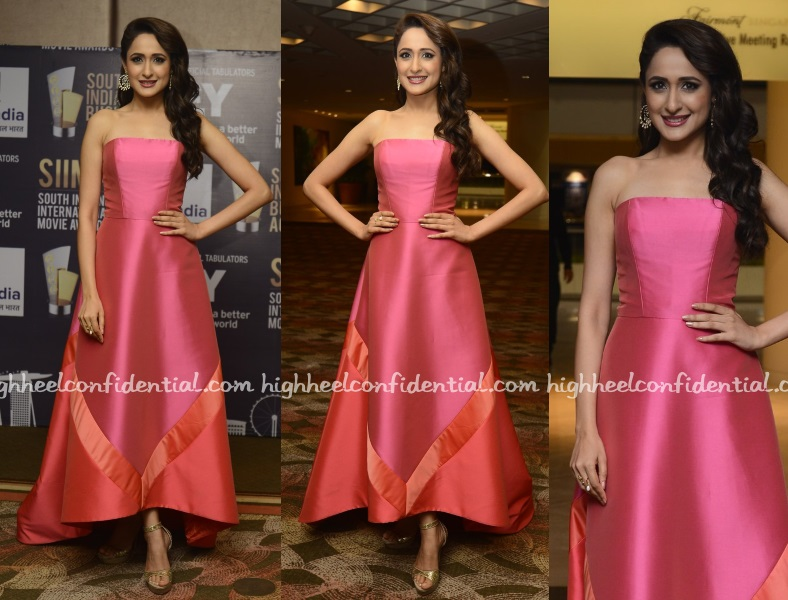pragya-jaiswal-theia-couture-siima-business-achievers-awards-2016