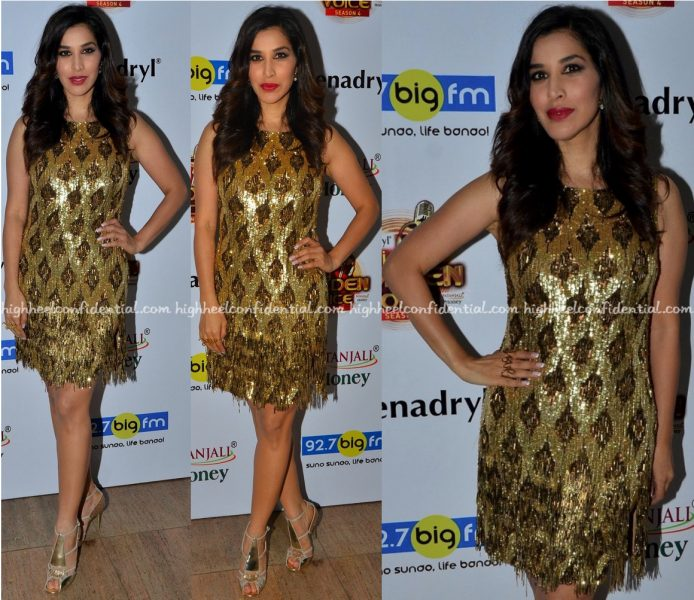 Sophie Choudry Wears Monisha Jaising To Big FM Golden Voice Event