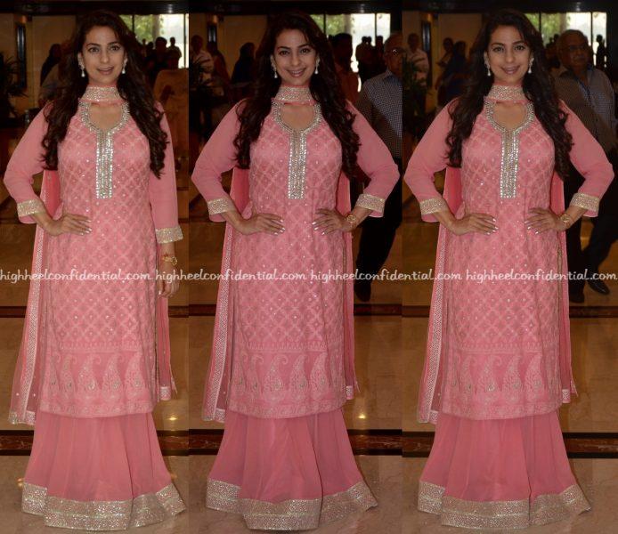 juhi-chawla-wears-bhumika-grover-to-priyadarshini-awards-2016