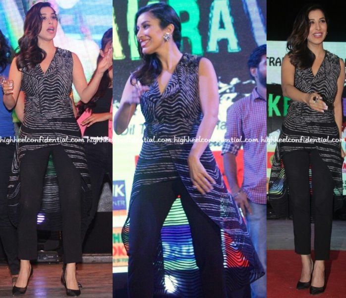 wearing-rohit-gandhi-rahul-khanna-sophie-choudry-promotes-her-single-at-a-college-fest-in-mumbai-2