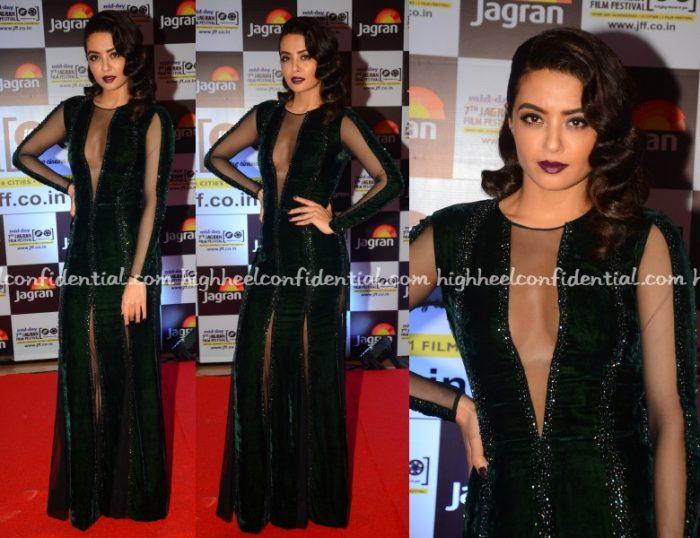 surveen-chawala-nachiket-barve-jagran-film-festival-2016