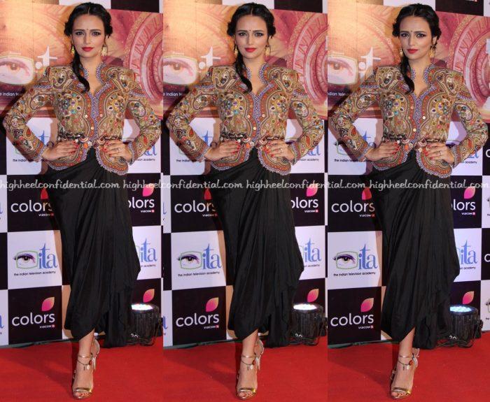 roshni-chopra-in-anamika-khanna-at-ita-awards-2016